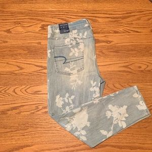 Light wash printed American Eagle Jeans